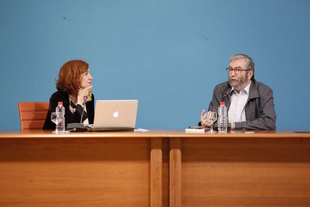 Presencias Literarias en la Universidad de Cádiz: Antonio Muñoz Molina dialoga con Elvira Lindo en la Facultad de Filosofía y Letras de Cádiz.