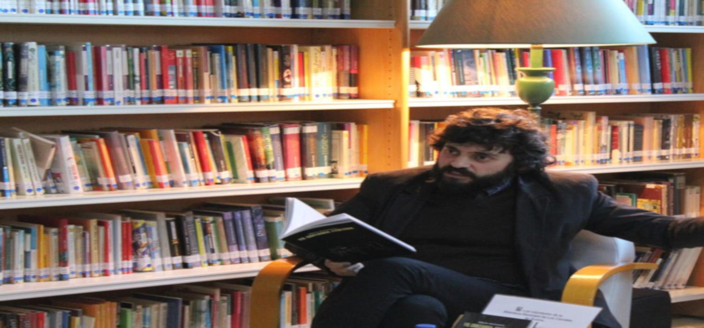 """El filósofo Alberto Santamaría presenta su libro """"Alta cultura descafeinada"""" en el programa Presencias Periférica de la Universidad de Cádiz"""
