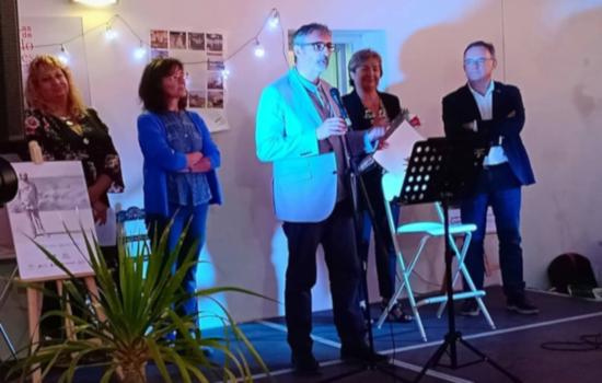 El Servicio de Actividades Socioculturales del Vicerrectorado de Cultura recibió la Mojarrita de Plata de la Asociación de Amigos de Fernando Quiñones