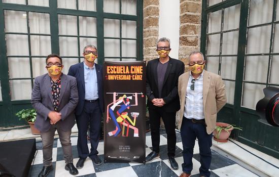 La Universidad de Cádiz, a través de la Escuela de Cine del Servicio de Extensión Universitaria del Vicerrectorado de Cultura, participó en la visita de Mariano Barroso, presidente de la Academia de las Artes y las Ciencias Cinematográficas de España