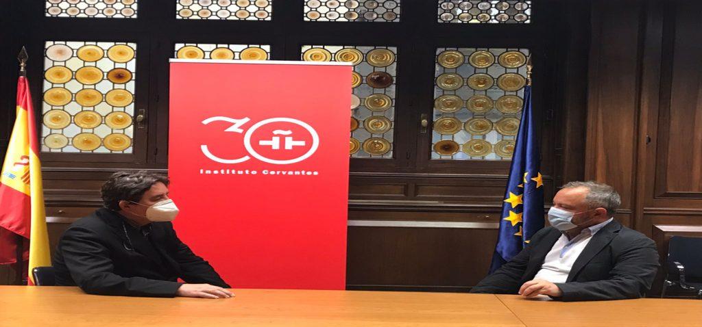 El vicerrector de Cultura de la UCA, José María Pérez Monguió, se reunió con el director del Instituto Cervantes, Luis García Montero, de cara al establecimiento de acuerdos entre ambas instituciones