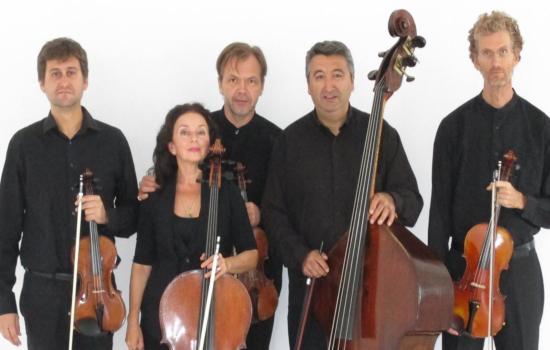 """IMG El quinteto de cuerda Tótem Ensemble presenta en Cádiz su programa """"Bandas sonoras"""" de la mano de un Concierto de Bie..."""