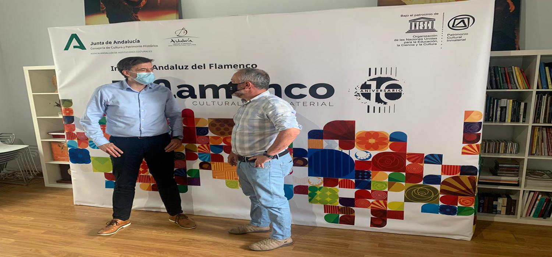 El vicerrector de Cultura de la UCA, José María Pérez Monguió, se entrevista en Sevilla con el director del Instituto Andaluz de Flamenco, Cristobal Ortega.